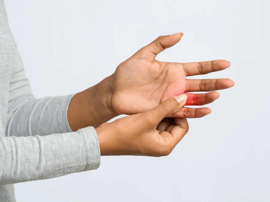 医生说 早起手指僵硬疼痛小心这种病!医生教你避免误区正确养护